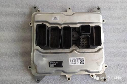 宝马N20发动机电脑外壳拆解方法