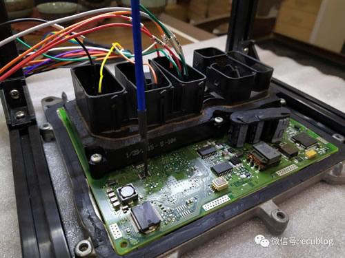 宝马N20发动机电脑外壳拆解方法(大集合)